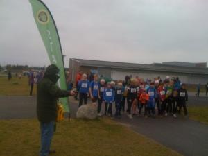 Barna på startstreken for UKI-karusellen symboliserer oppstarten til ny ungdomskole på Jessheim